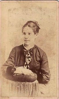 A young Isabelle Coulter Gegenbauer, Clara's mother.