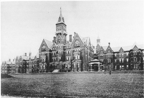 800px-Danvers_State_Hospital,_Danvers,_Massachusetts,_Kirkbride_Complex,_circa_1893