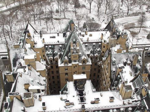 A snowy aerial view of The Dakota Building. Photo courtesy of http://blog.daum.net/jun1234/78.