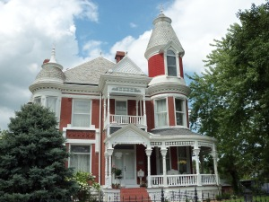 A home in Lexington, Missouri. Photo courtesy of midwesternmantra.com