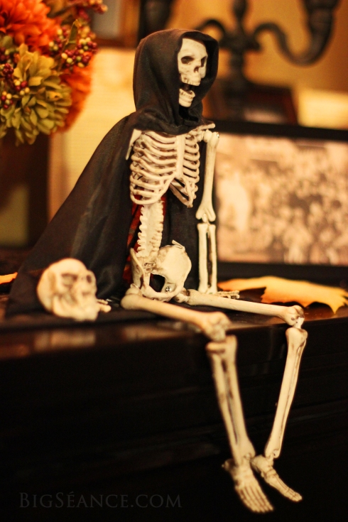 Halloween Altar, Skeleton, Halloween decorating ideas, Big Seance